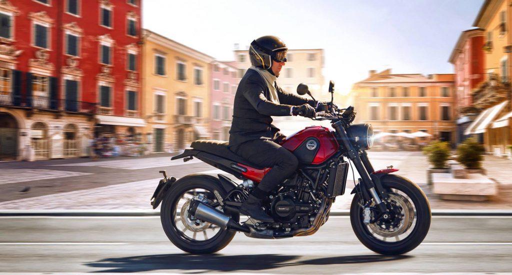 Moto scooter Toulouse Benelli Leoncino 1600 vente location